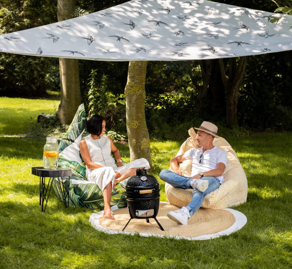 Sfeerfoto zitzakken in de tuin